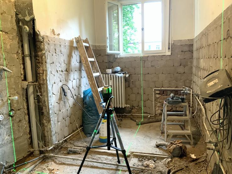 Entkerntes Badezimmer. Sanierung und Umbau Bad in Frankfurt